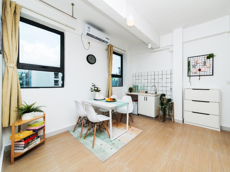 阳台两房一厅 · 泊寓-龙城上角环公社