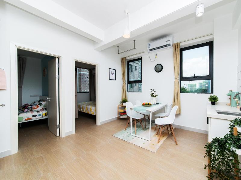 豪华两房一厅 · 泊寓-龙城上角环公社