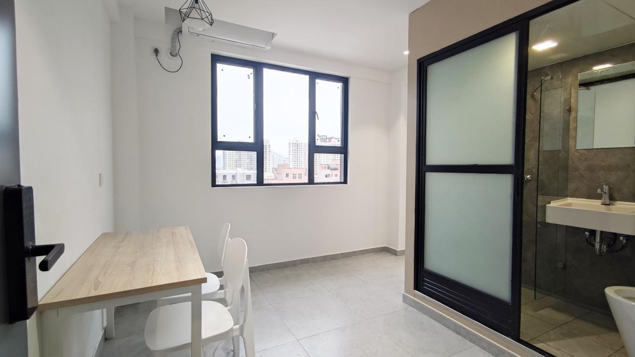 电梯一房带阳台厨房